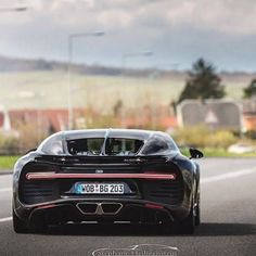 Outrageous is the only way to describe the Bugatti Veyron. The fastest production car in the world with a top speed of Vehicle Registration Plate, Mclaren 12c, Bugatti Chiron, Car In The World, Car Car, Super Cars, Benz, Classic Cars, Automobile