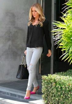 Seen on Celebrity Style Guide: Kristin Cavallari leaves an office building wearing the Rag & Bone/JEAN The Skinny Jeans in Los Angeles July 26 2013 Look Fashion, Fashion Outfits, Womens Fashion, Fashion Trends, Light Denim, Casual Chic, Classy Chic, Casual Elegance, Looks Style