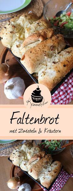 In eine Kastenform gefaltetes Brot mit leckerer Zwiebel-Knoblauch-Butter
