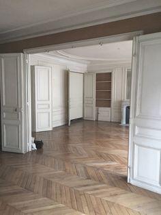 Cristina Velani — Tuileries Interior Styling, Interior Decorating, Interior Design, Planchers En Chevrons, Interior Architecture, Interior And Exterior, Herringbone Wood Floor, Dream Apartment, Small Rooms