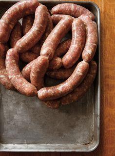 Recette de Ricardo de saucisses maison Dutch Recipes, Pork Recipes, Italian Recipes, Cooking Chef, Cooking Recipes, Chorizo, Beef Jerkey, Home Made Sausage, Homemade Sausage Recipes