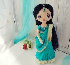 Мы переоделись ... 〰〰〰 Индия ....〰 Расскажу немного и о женской традиционной одежде в Индии . Индийская женская одежда пестрит своим разнообразием и яркостью красок Самым распространенным женским нарядом, подчеркивающим красоту и женственность является сари. Но рассказ будет о другом виде - лехенга- чоли. Лехенга ( ленга, хагра) - длинная юбка со складками Чоли - короткая блуза , обычно с короткими рукавами и глубоким декольте. Дупатта ( орна) - длинная...