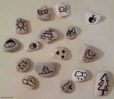 """UPDATE Forse non tutti sanno che… la versione """"commerciale"""" delle Story Stones sono i Rory's StoryCubes.  #storycube #storystones #giochi #frugaltoys Story Stones, Kids Toys, Frugal, Blog, School, Fantasy, Gifts, Childhood Toys, Children Toys"""