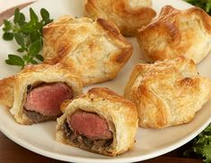 Mini Beef Wellingtons - these seem so much less intimidating than the original full-tenderloin version.Mini Beef Wellingtons - these seem so much less intimidating than the original full-tenderloin version. Mini Beef Wellington, Wellington Food, Individual Beef Wellington, Beef Recipes, Cooking Recipes, Cooking Bacon, Meatloaf Recipes, Mini Foods, Beef Dishes