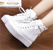 Giày bánh mì trắng cổ cao G446 Fashion Boots, Sneakers Fashion, Fashion Outfits, Korean Shoes, Kawaii Shoes, Aesthetic Shoes, Mode Streetwear, Cute Boots, Sneaker Heels