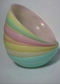 My mom had these bowls when I was a child, then got me some, and then it got nicked from my cupboard.  Very sad.