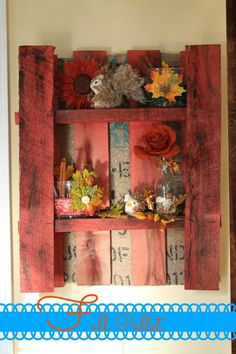 Love the idea of smaller pallet with chicken wire and burlap background. Change it out seasonly.