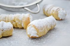 Schaumrollen aus Topfenteig With this recipe, you will learn how to make delicious foam rolls from pot batter! Austrian Recipes, Party Buffet, Dream Cake, Brownie Bar, Eclairs, Rolls Recipe, No Bake Cake, Afternoon Tea, Cake Recipes