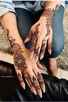 Pin For Trend Presented Amazing Backhand Arabic Mehandi Designs That You Must Try - Mehandi Designs 2019 - 2020 (Latest Mehandi Designs Images) Modern Henna Designs, Wedding Henna Designs, Henna Tattoo Designs Simple, Indian Henna Designs, Finger Henna Designs, Henna Art Designs, Latest Arabic Mehndi Designs, Mehandi Designs, Khafif Mehndi Design