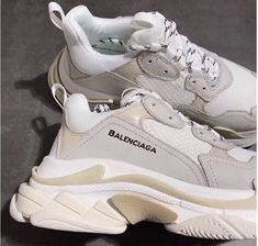 Ideas Sneakers Balenciaga Triple S Sock Shoes, Cute Shoes, Me Too Shoes, Shoes Heels, Pumps, Comfy Shoes, Vans Shoes, Women's Shoes, Set Fashion