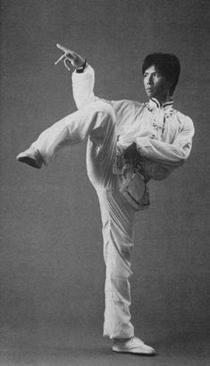 A young Jet Li and Donnie Yen during their time on the Beijing Wushu team. Bruce Lee Martial Arts, Kung Fu Martial Arts, Art Of Fighting, Fighting Poses, Tai Chi, Donnie Yen Movie, Brothers Movie, Kung Fu Movies, Boxing Fight