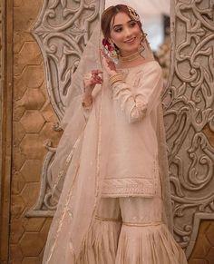 Beautiful Pakistani Dresses, Pakistani Formal Dresses, Pakistani Fashion Party Wear, Pakistani Wedding Outfits, Pakistani Bridal Wear, Pakistani Dress Design, Desi Wedding Dresses, Asian Bridal Dresses, Bridal Outfits