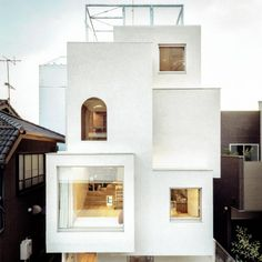 A stack of staggered white boxes makes up Daisuke Ibano's House in the City, which he built for his growing family on a compact site hemmed in by other buildings in Tokyo. Box Architecture, Japanese Architecture, Timber Cabin, Riverside House, Small Courtyards, Timber Cladding, Light And Space, Architect House, Brickwork