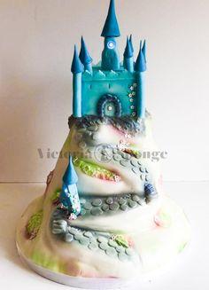Fairy wedding castle by Victoria Forward - http://cakesdecor.com/cakes/283634-fairy-wedding-castle
