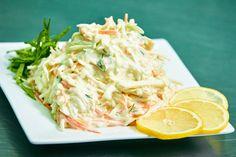 "Salata ""Cole slaw"" ca la KFC - un deliciu perfect pentru sezonul cald! Coleslaw, Sweet Recipes, Cabbage, Nutrition, Vegetables, Food, Healthy Food, Salads, Health"