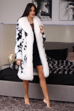 Fox Coat with whole skins. Made in Italy. Skins Quality: SAGA ROYAL FURS; Color: Black – White; Closure: With hooks; Collar: Shawl; Lining: 100% Satin; Lining Color: Fantasy, Multicolor; Length: 95 cm;