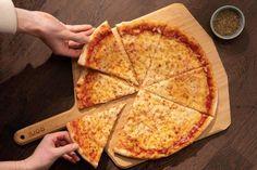 New York-style Pizza Dough Ny Style Pizza Dough Recipe, Pizza Dough Recipe Quick, Quick Pizza, New York Pizza Sauce Recipe, New York Style Pizza Crust Recipe, Italian Pizza Dough Recipe, Oven Recipes, Pizza Recipes, Dinner Recipes