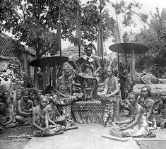 Berikut sedikit ulasan mengenai asal-usul Orang Bali untuk sekedar mengingatkan kembali kepada leluhur yang sangat besar sekali ...