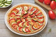 Una ricetta estiva facile e gustosa con pomodori, zucchine e scamorza, perfetta come antipasto. Buona mangiare e bella da vedere.