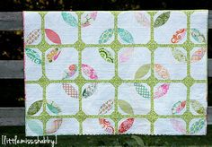 Cathedral Windows in Springtime | This gorgeous cathedral windows quilt pattern is perfect for springtime!