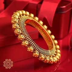 Meet the Most Prettiest Antique Gold Bangle Designs - Indian Fashion Ideas Gold Bangles Design, Gold Jewellery Design, Gold Jewelry, Indian Gold Jewellery, Rajput Jewellery, Temple Jewellery, Bridal Jewellery, Fine Jewelry, Gold Necklace