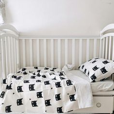So simple and so stylish black and white baby bedding Batman. This crib bedding set includes: - 1 white fitted crib sheet. Fits mattress - 24 x 48 (60cm x 120cm) - 1 pillow case Batman 16 x 24 (40cm x 60cm) - 1 duvet cover Batman (one side is printed, the other is white) 40 x 52 (100cm x 130cm) Fabric: 100% cotton Packed in white Karamba boxes (pic) Shipping Information: If the item is in stock it takes 1-3 days to ship, if the item is out of stock it takes 1-2 weeks. Not exactly what...