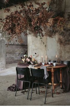 Moody Moments Kleine Liebe is part of Wedding decor inspiration MOODY MOMENTS KLEINE LIEBE Every year I try to do an editorial that expresses my style aesthetic and I am lucky enough to hav - Wedding Table Settings, Wedding Table Centerpieces, Wedding Decorations, Unusual Wedding Dresses, Flower Installation, Table Flowers, Decoration Table, Dried Flowers, Floral Wedding