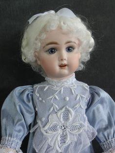 http://www.georgettebravot.com/contents/fr/p2088_reproduction_poupee_bleuette_jumeau.html