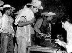 The Mexican government composed a model contract that guaranteed Mexican workers certain rights named in the Mexican Political Constitution.No worker was allowed to leave for the United States without a contract, signed by an immigration official, which stated the rate of pay, work schedule, place of employment and other similar conditions. Thus, this became the first de facto Bracero Program between the two countries.