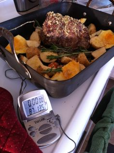 Sunday = roast beef dinner with Yorkshire pudding + Downton Abbey Best Roast Beef, Roast Beef Dinner, Sunday Roast, Rib Roast, Entree Recipes, Beef Recipes, Dinner Recipes, Drink Recipes, English Roast
