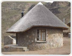Chalets in the Sky - Rondavel structure Thatched House, Thatched Roof, Style At Home, Mud House, Small House Design, House Plans, Outdoor Structures, Campsite, Architecture