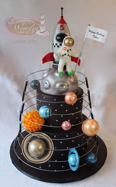Astronaut solar system cake