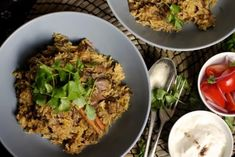 This simplified take on an Indian classic will set taste buds buzzing as the warm, spicy aromas fill your kitchen. It's a slow-cooked, one-pot wonder perfect for a midwinter meal. Slow Cooker Biryani, Slow Cooker Huhn, Slow Cooker Chicken, Slow Cooker Recipes, Beef Recipes, Slow Cooking, Garam Masala, Beef Biryani Recipe, Indian Side Dishes