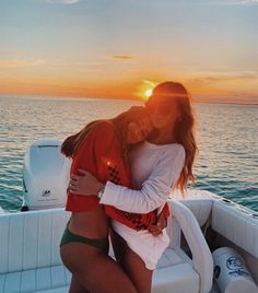 Source by vivakoenig – Bff – Sommer Best Friend Fotos, Best Friend Pics, 2 Best Friends, Boat Pics, Photos Bff, Travel Photos, Shotting Photo, Lake Pictures, Boating Pictures