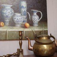 Schilderij, ketel en kandelaars koper.  Antiek & Interieur Den Ouden Overzet, Melsele