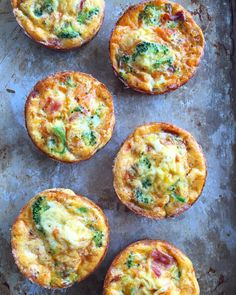 Hope youre all having a great Saturday morning! Kirsten from @Bucknakedpaleo with some egg muffin fritatta things! Such a good way to use up leftovers from the week! Chop up some veggies whisk some eggs and throw them in a muffin tin. I do many different variations but these ones are hands down my favourite. And my family loves them too so thats a plus! Adding in salsa really makes a difference and enhances flavour! Try it! Make sure to grease the pan well so the eggs dont stick or feel free…