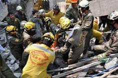 """""""El edificio se ha derrumbado y ha matado a 11 obreros"""". Así lo explicaba la Policía de Bang Phli, después de que un hospital en construcción cerca del aeropuerto de Bangkok se viniera abajo. Hay 16 heridos, varios de ellos en estado crítico."""