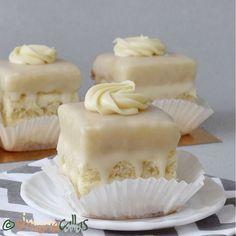 Amandine albe de cofetarie Amandine, amandine, le cunosc atât de bine... Le iubesc şi le ador, până când o fi să mor :) Am vrut să îmi fac amandine singură