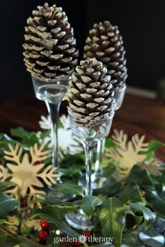 Easy Pinecone Table Decoration plus more Super Simple Holiday Decorating Ideas