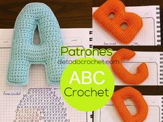 Patrones y tutoriales de tejido crochet ganchillo gratis para descargar Crochet Alphabet Letters, Crochet Letters Pattern, Crochet Slipper Pattern, Letter Patterns, Fabric Patterns, Crochet Patterns, Knitting Patterns, Crochet Fabric, Cute Crochet