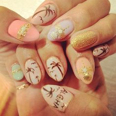 Gold, pink and nude themed Palm Tree Nail Art design. The three colors highly complement each other so it's no surprise that the go well. The addition of the gold glitter makes the design look elegant. The palm trees are also painted in a sort of smoky style.