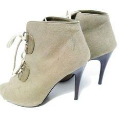 Elle Ankle boots sz 10 tan/olive Elle women's SHOES HEELS ANKLE BOOTS olive sz 10   A few scuffs on the heel A scuff on the left boot Elle Shoes Ankle Boots & Booties