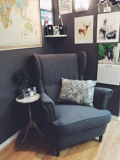 Strandmon Ikea chair in dark grey with grey walls Strandmon Ikea chair in dark grey with grey walls The post Strandmon Ikea chair in dark grey with grey walls appeared first on Babyzimmer ideen. New Living Room, Living Room Chairs, Home And Living, Living Room Decor, Strandmon Ikea, Black And White Pillows, Interior Design Software, Cheap Chairs, Sofa Colors