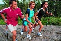 La technique de la marche nordique - Marche, randonnée, walking - D'une manière générale, les techniques sont les mêmes que pour le Walking, à la seule différence que pour le Nordic Walking, la foulée est plus allongée et l'amplitude des mouvements de bras, plus grande...