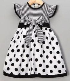 Vestido de niña Frocks For Girls, Kids Frocks, Little Dresses, Little Girl Dresses, Girls Dresses, Baby Dress Clothes, Girl Doll Clothes, Kids Dress Wear, Baby Dress Patterns