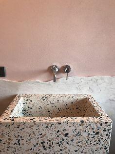 Women's Bathroom: Incredible and Creative Decor Ideas - Home Fashion Trend Metal Beam, Traditional Mirrors, Mirror Plates, Amazing Decor, Striped Wallpaper, Dark Interiors, Provence Style, Light Architecture, Creative Decor