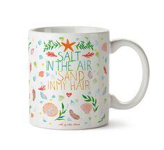 Tasse Salt in the air, sand in my hair aus Keramik  Weiß - Das Original von Mr. & Mrs. Panda.  Eine wunderschöne spülmaschinenfeste Keramiktasse (bis zu 2000 Waschgänge!!!) aus dem Hause Mr. & Mrs. Panda, liebevoll verziert mit handentworfenen Sprüchen, Motiven und Zeichnungen. Unsere Tassen sind immer ein besonders liebevolles und einzigartiges Geschenk. Jede Tasse wird von Mrs. Panda entworfen und in liebevoller Arbeit in unserer Manufaktur in Norddeutschland gefertigt.     Über unser…