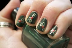 21 Festive DIY Manis For The Holidays