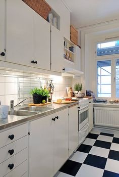 ... FULL ARTICLE @ http://www.centralfurnitures.com/602/things-to-consider-in-remodeling-kitchen.html/small-and-traditional-kitchen-concept/