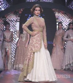 Dia Mirza walking the ramp for Birdhichand Ghanshyamdas jewellers at the India International Jewellery Week 2015. #Bollywood #IIJW2015 #Fashion #Style #Beauty